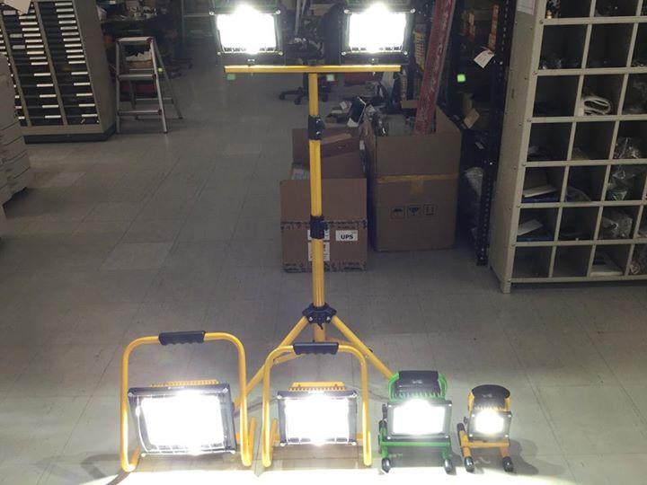 LED充電式投光器